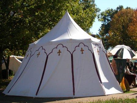 Round no rope single pole tent.